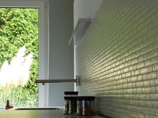Küche mit Fliesenspiegel:   von neue innenarchitektur