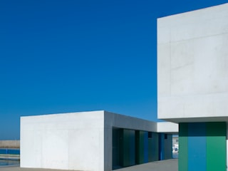 Office and Service Building in Port of Roquetas de Mar, Almería, Spain Офисы и магазины от Donaire Arquitectos