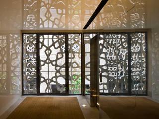 Pasillos y recibidores de estilo  por Donaire Arquitectos