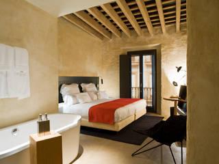 Hotel EME en Sevilla, España Donaire Arquitectos Dormitorios de estilo ecléctico