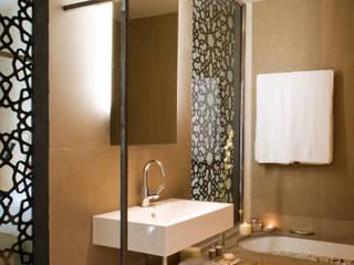 Hotel EME en Sevilla, España Donaire Arquitectos Baños de estilo ecléctico