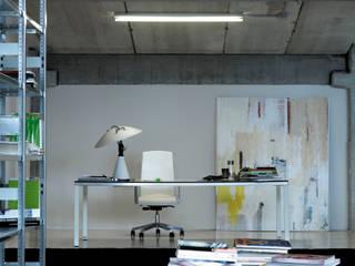 Home Office:  de estilo  de AKABA S.A.