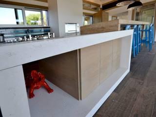 Kitchen in concrete - Spérone's Golf, South Corse de Concrete LCDA Moderno