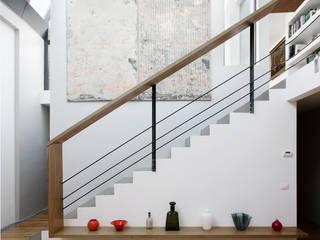 Pasillos y recibidores de estilo  por roberto murgia architetto