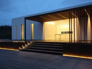 villa B&D Balcone, Veranda & Terrazza in stile minimalista di COTTONE+INDELICATO ARCHITETTI Minimalista