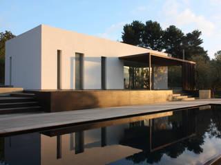 villa B&D Piscina in stile mediterraneo di COTTONE+INDELICATO ARCHITETTI Mediterraneo