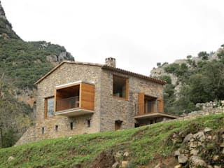 Country style house by Arcadi Pla i Masmiquel Arquitecte Country