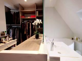Appartement sous les toits Paris 16:  de style  par Agence KP