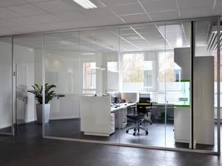 Espaces de bureaux modernes par Scharrer Architektur GmbH Moderne