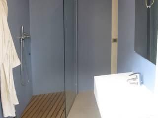 Ristrutturazione appartamento a Bergamo: Cantina in stile in stile Moderno di ARKHISTUDIO