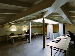 Oficinas y tiendas de estilo moderno de G. Giusto - A. Maggini - D. Pagnano Moderno