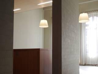 Salones de estilo moderno de G. Giusto - A. Maggini - D. Pagnano Moderno
