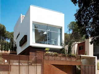 House at Tamariu by Octavio Mestre Arquitectos