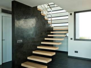 House at Pineda de Mar Octavio Mestre Arquitectos Pasillos, vestíbulos y escaleras