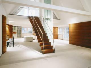 现代客厅設計點子、靈感 & 圖片 根據 Marius Schreyer Design 現代風