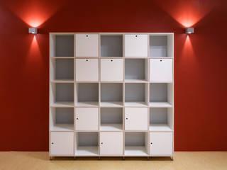 TIUS SCHRANK REGALSYSTEM: moderne Wohnzimmer von WEINKATH GmbH