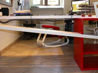 scrivania creativa:  in stile  di VALENTINA BONANDIN STUDIO TECNICO