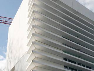 Văn phòng & cửa hàng by Octavio Mestre Arquitectos