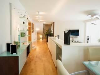 Exklusives Wohn- und Esszimmer Moderne Wohnzimmer von tRÄUME - Ideen Raum geben Modern