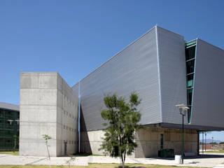 Biblioteca Fernando del Paso UDG Escuelas de estilo moderno de LEAP Laboratorio en Arquitectura Progresiva Moderno