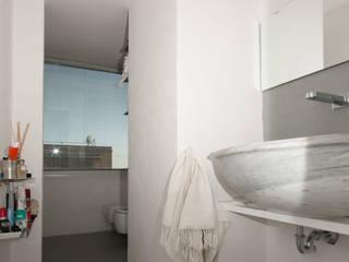 Baños de estilo  por Fabiola Ferrarello architetto