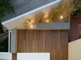 casa m: Terrazza in stile  di morana+rao architetti