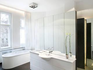 Baños de estilo moderno de Bollinger + Fehlig Architekten BDA