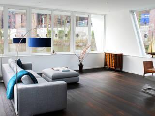 Salas / recibidores de estilo  por FLOATING HOMES