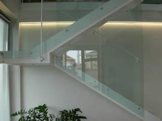 Alloggio RB: Ingresso, Corridoio & Scale in stile  di Progetti d'Interni e Design