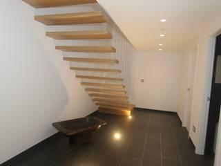 HUGA ARQUITECTOS Pasillos, halls y escaleras rústicos