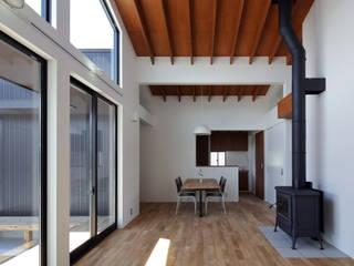信楽の住宅 モダンデザインの リビング の 加藤淳一建築設計事務所/JUNICHI KATO & ASSOCIATES モダン
