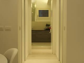 Couloir et hall d'entrée de style  par bloom graficamentearchitettato