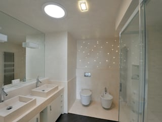 Badezimmer von Massimo Vallotto Architetto