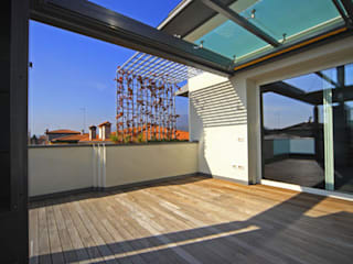 بلكونة أو شرفة تنفيذ Massimo Vallotto Architetto,