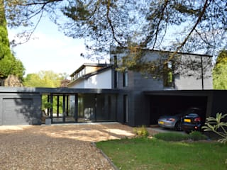 Transforming a 1960s Detached Property, Haslemere, Surrey por ArchitectureLIVE Moderno