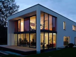 Haus Lenz in Überlingen: moderne Häuser von A r c h i t e k t i n  Kelbing