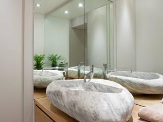 Ristrutturazione appartamento per un fotografo:  in stile  di Studio RBA