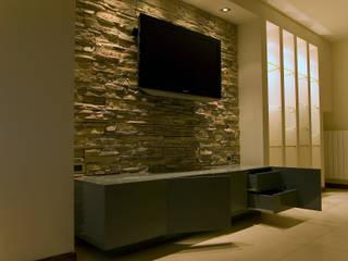 现代客厅設計點子、靈感 & 圖片 根據 Luca Bucciantini Architettura d' interni 現代風