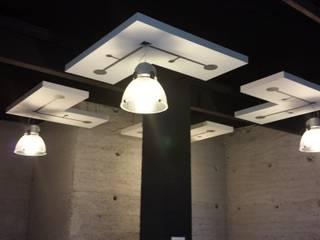 Le Cube: Locaux commerciaux & Magasins de style  par Résonance Intérieurs