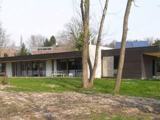 Casas de estilo  por Allegre + Bonandrini architectes DPLG