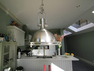 Cocinas de estilo  por Model Projects Ltd