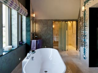 Lancashire Residence:  Bathroom by Kettle Design