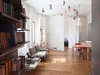 Renovation in Pigneto neighborhood in Rome.: Soggiorno in stile in stile Moderno di Studio Cassiani