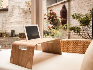 Halterung für iPad für das Bett oder Sofa: modern  von homify,Modern