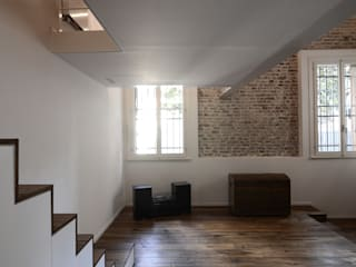 021_Appartamento in centro storico Soggiorno moderno di MIDE architetti Moderno