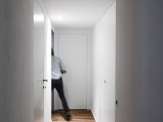 Interno _021: Ingresso & Corridoio in stile  di MIDE architetti