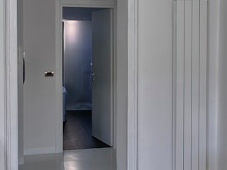 Sol Levante: Ingresso & Corridoio in stile  di Archisbang