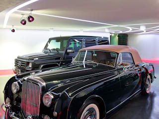 Private Garage and party room Tobias Link Lichtplanung Garage / Hangar modernes