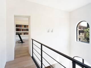 Corridor & hallway by vps architetti