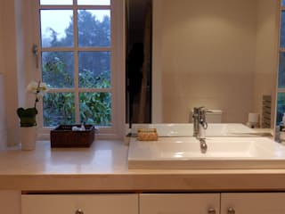 Grayshott House: modern Bathroom by inclover